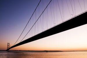 Brücke: Mit Personalvermittlung von timebridge Zeiten überbrücken